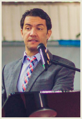 Pastor Gilmar Fiuza Pregando e Ensinando