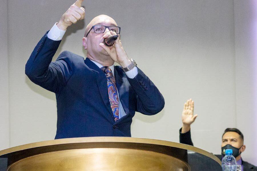 Pastor Eduardo Souza Pregando e Ensinando